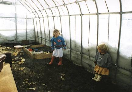 日中の解放的な生活を可能にする付設温室