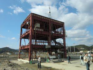 写真 2  津波による仕上げ材の被害(宮城県南三陸町)
