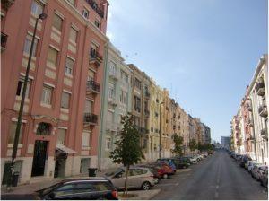 写真 1  リスボンには旧く趣のある建物が多い。